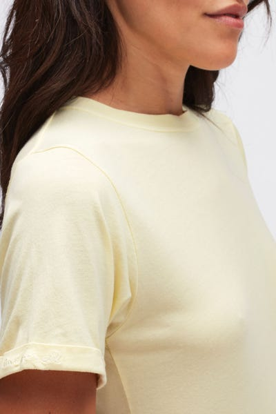 ROLLED UP SLEEVES BABY TEE CUTIL W/EMBROIDERY YELLOW