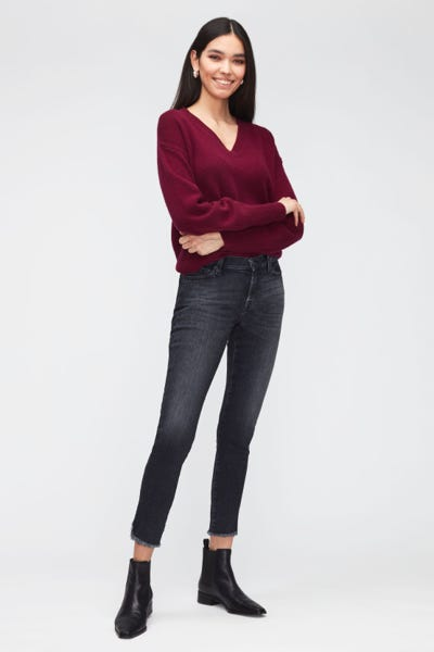THE SKINNY CROP LUXE VINTAGE ANY TIME WITH FRAYED CURVED HEM