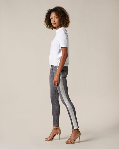 THE SKINNY CROP SLIM ILLUSION SHADOWLAND SILVER LAMINATED OUTSEAM