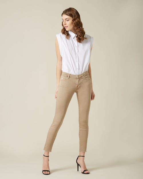 THE SKINNY CROP COLORED SLIM ILLUSION SANDCASTLE WITH RAW CUT